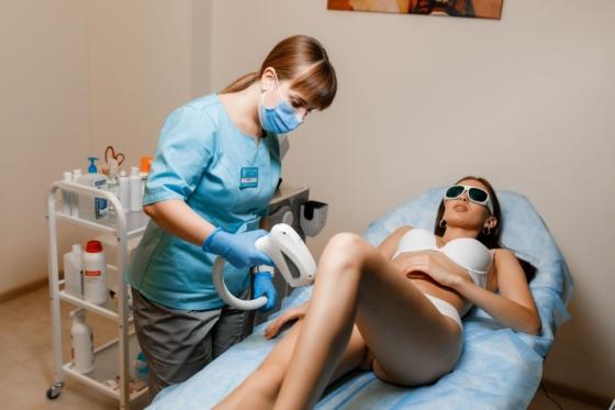 лазерная эпиляция ноги полностью