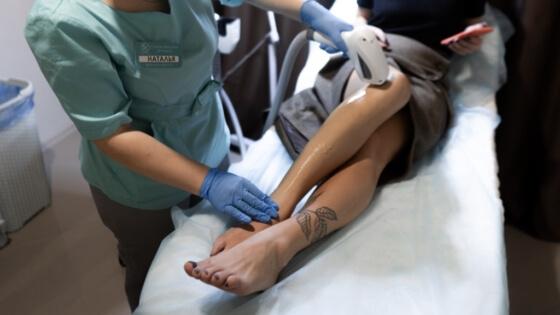 эпиляция лазерная ног полностью