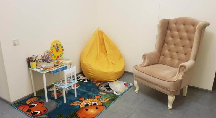 детский уголок для клиентов с детьми посещающих центр лазерной эпиляции