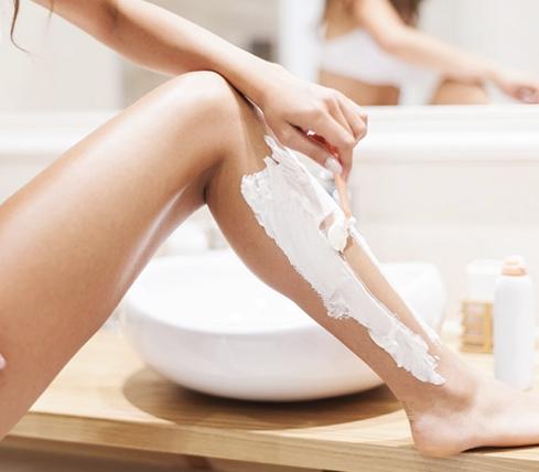 подготовка к лазерной эпиляции, бритье ног