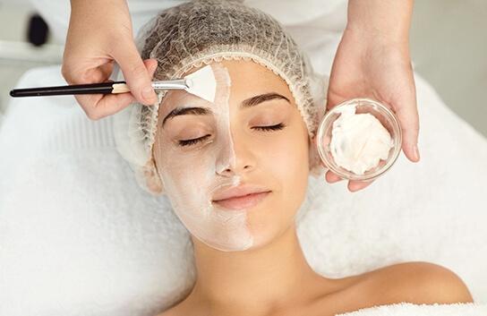 косметологическая процедура в салоне